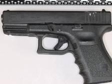 Agenten ontdekken wapen in verborgen ruimte van auto