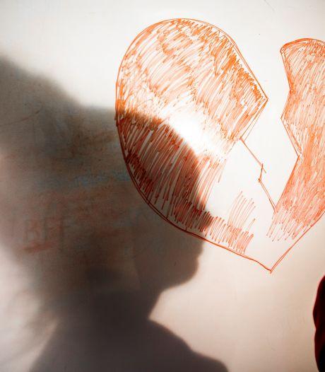 Zwakbegaafd slachtoffer liet zelfs naam loverboy op haar lichaam tatoeëren; Rhedenaar krijgt 2,5 jaar cel
