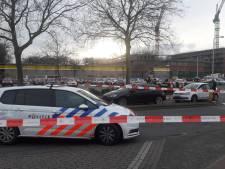 Politie lost meerdere schoten na autokraak bij Shoppingcenter Overvecht