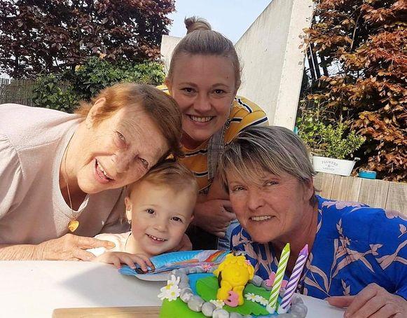 Josette Agneessens (80) uit het Halse gehucht Wolvendries is bijzonder fier want zij staat aan het hoofd van een vrouwelijk viergeslacht in haar familie.