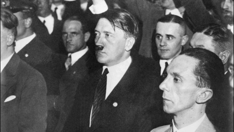 Adolf Hitler en Joseph Goebbels (datum onbekend). Beeld afp