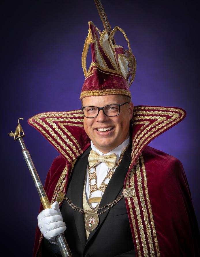 Michel de Eerste is niet alleen de jongste Prins in de geschiedenis van de Stöppelkaters, maar ook de enige wiens vader (Willem II) ook met de scepter zwaaide bij de Raalter carnavalsvereniging.