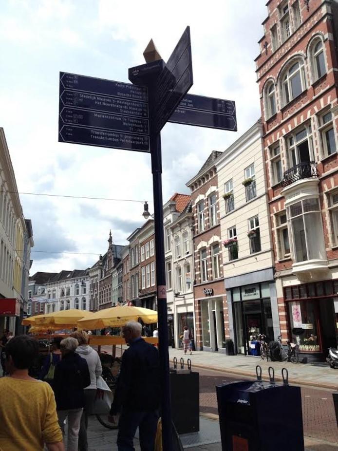 Voetgangersbordjes in het centrum