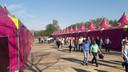 Ondernemers betreden het Paaspopterrein in Schijndel voor het eerste Paaspop Business Event.