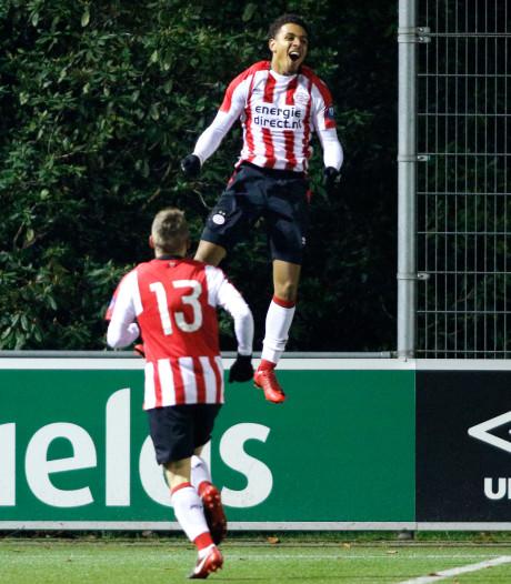 PSV krijgt veeg uit de pan, grootste talenten actief op 'onaanvaardbaar' kunstgras
