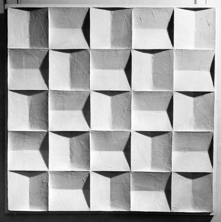 Jan Schoonhoven: Rechthoekige Schuine Vlakken, 1966 (Stedelijk Museum Amsterdam) Beeld