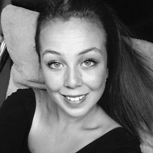 Julie Daivier kwam om het leven, nadat ze werd gegrepen door een bestelwagen op de Gistelsesteenweg in Stene.