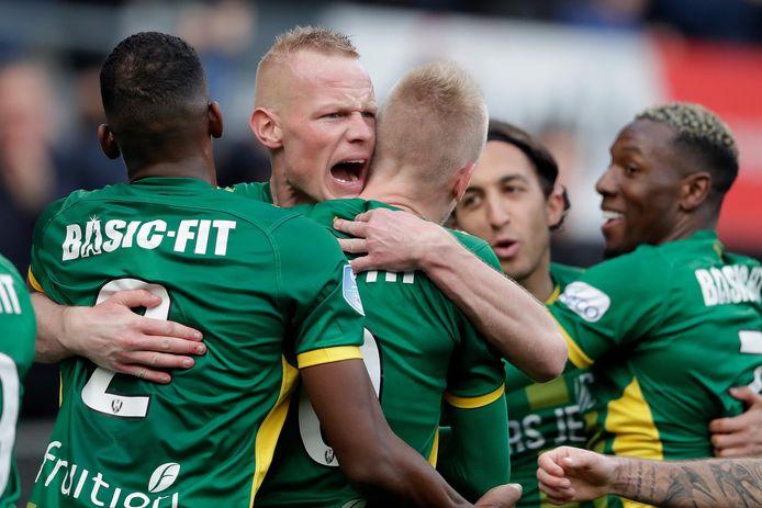 ADO Den Haag juicht na weer een treffer tegen FC Utrecht.