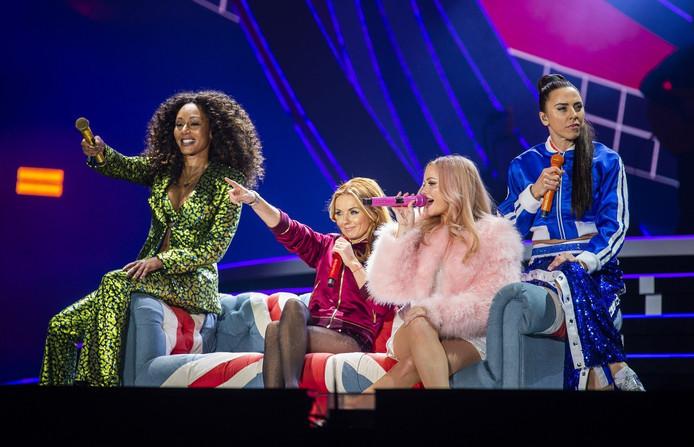Les Spice Girls, lors de leur concert à Manchester, le 1er juin.