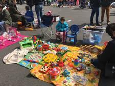 Schijndelse kinderen verkopen hun speelgoed op de vrijmarkt