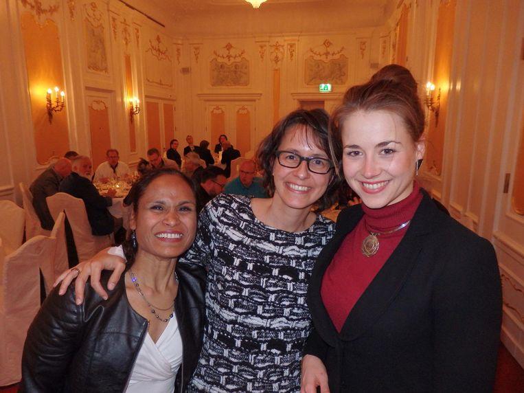 Vrouwen, heus wel een paar: de vriendinnen Latha Boland, Leonie Geerling en Iris Hols, masterblender bij Hajenius Beeld Schuim