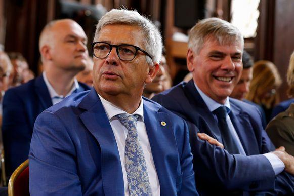 Van Dijck naast Filip Dewinter in het stadhuis van Brussel gisteren.