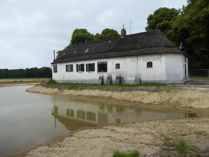 Out Herlaer heeft weer een gracht om de oude boerderij in Sint-Michielsgestel.