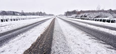 KNMI waarschuwt voor gladde wegen in Twente en de Achterhoek