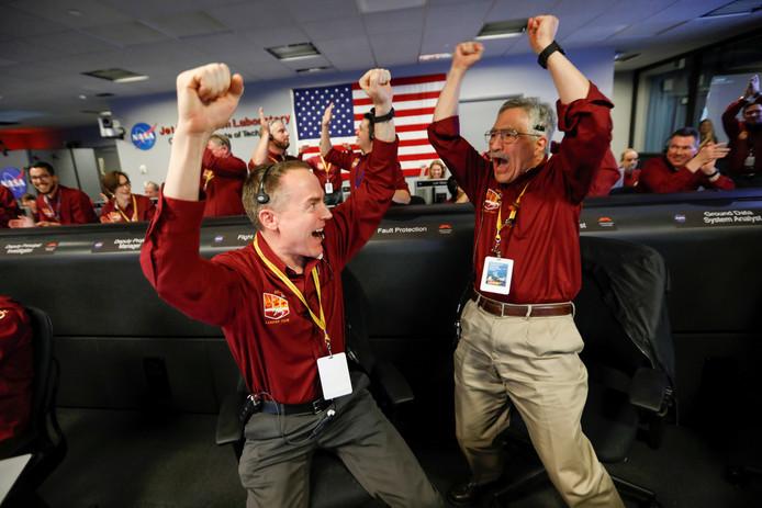 'Het was intens', aldus een dolgelukkige NASA-medewerker na afloop van de landing.
