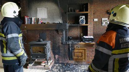 Radio naast kachel vat vuur, huis onbewoonbaar verklaard