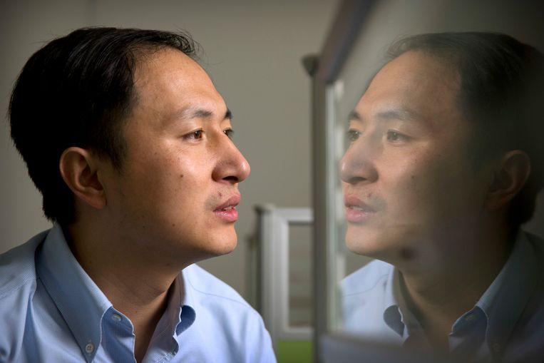 Hoogleraar He Jiankui claimt dat hij embryo's heeft geprogrammeerd om ze minder bevattelijk voor het hiv-virus te maken. Beeld AP