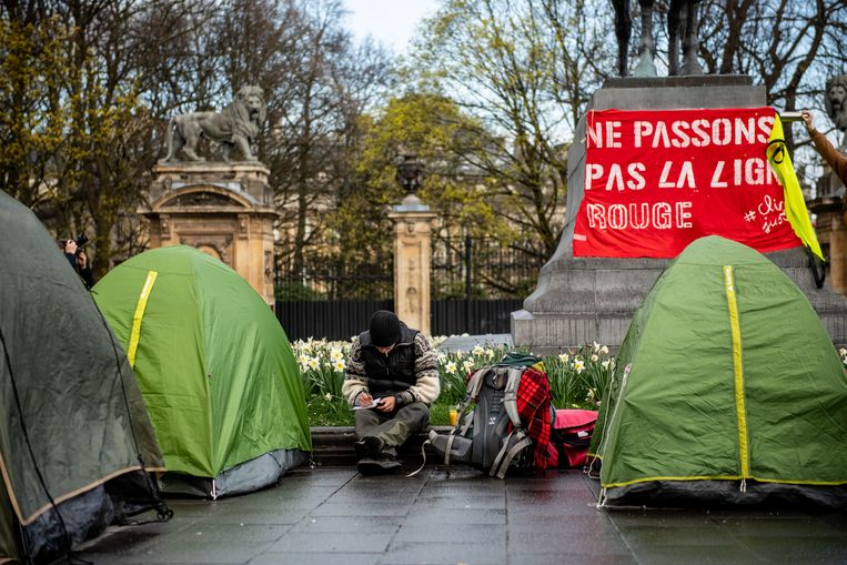 Klimaatactivisten kamperen in de Wetstraat.