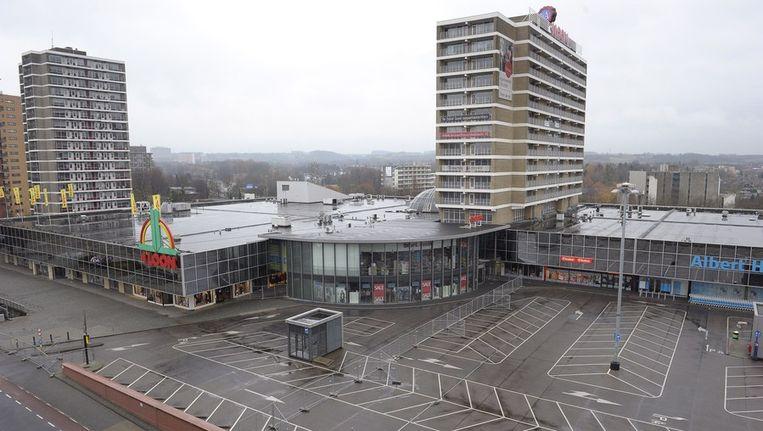 Winkelcentrum 't Loon in Heerlen is hermetisch afgesloten. Beeld anp
