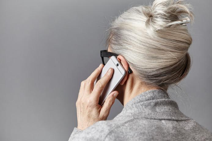 Bijna de helft van de telefoontjes naar de zeven huisartsenposten in Oost-Brabant die in avond, nacht en weekeinde worden gepleegd zijn niet zo urgent dat directe hulp nodig is.