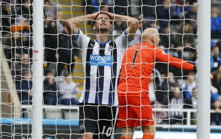 Siem de  Jong eind 2015 in actie voor Newcastle United. Beeld null