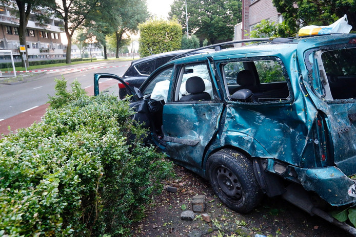 Auto ramt voorgevels in Eindhoven