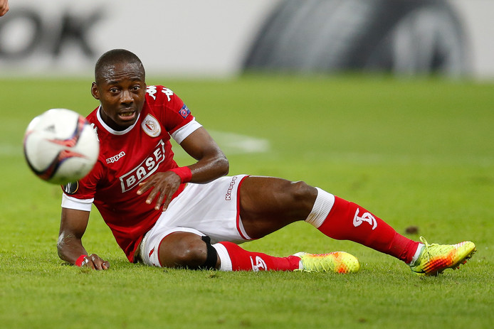 Eyong Enoh, spelend voor Standard Luik.