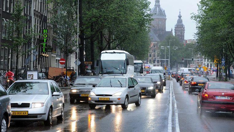 Op de Prins Hendrikkade werden zelfs concentraties boven de 50 microgram gemeten. Beeld anp