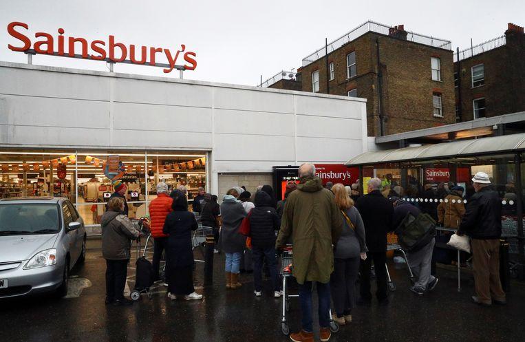 De logistieksector in het Verenigd Koninkrijk heeft het sinds de coronacrisis extra druk met het distribueren van levensmiddelen.