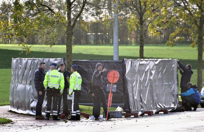 De plaats van de moord, langs de Moeskroensesteenweg in Aalbeke, was hermetisch afgesloten.