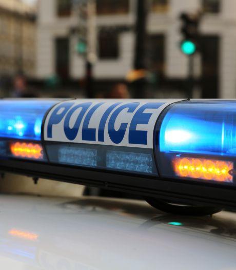 Un homme tente d'agresser des policiers au couteau à Paris