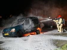 Bestelauto uitgebrand in Bergeijk, omwonenden schrikken wakker door harde knal