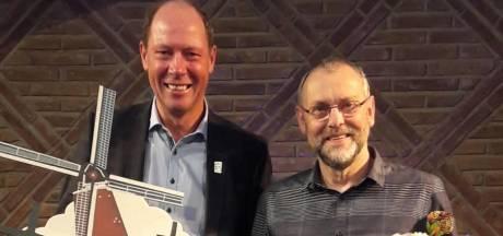 Molenaar uit Aalten beloond na veertig jaar vrijwillig malen