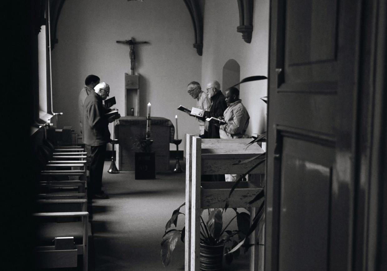 Beeld uit de documentaire over het celibaat. De kruisheren in het klooster van Sint Agatha.