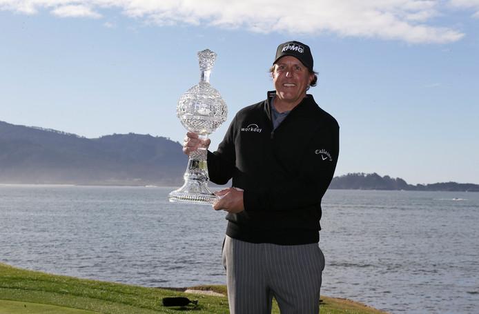 Mickelson met de trofee.