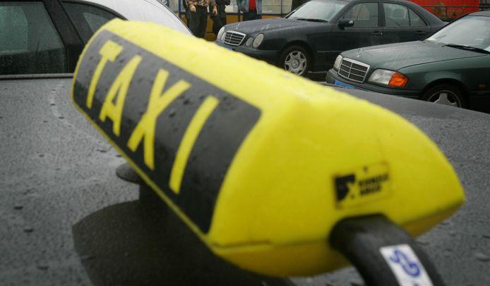 De vervoersvoorziening Taxi Voor Iedereen blijft strengere inkomenseisen hanteren.