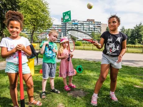 Gemeente laat kinderen bewegen in coronazomer: 'Wij doen ook gezellig mee'