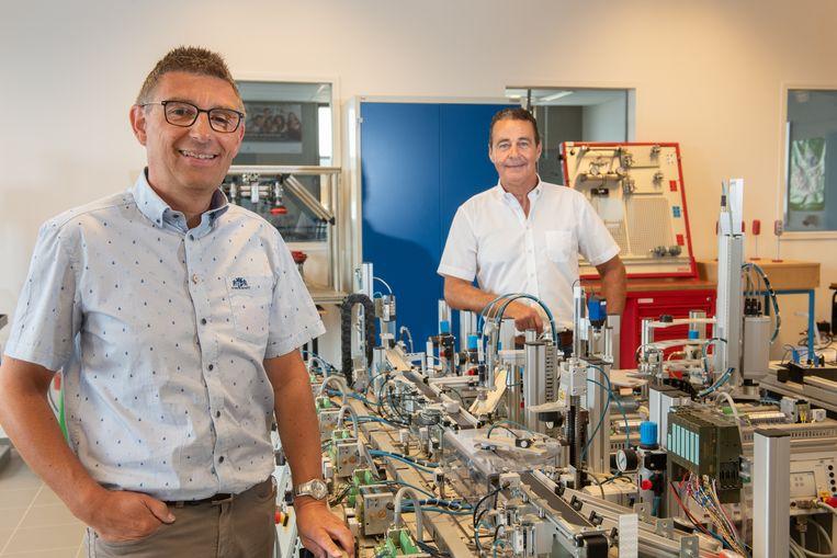 Kurt Vanmeerhaeghe en Luc De Bouver wachten al meer dan een jaar op een collega.