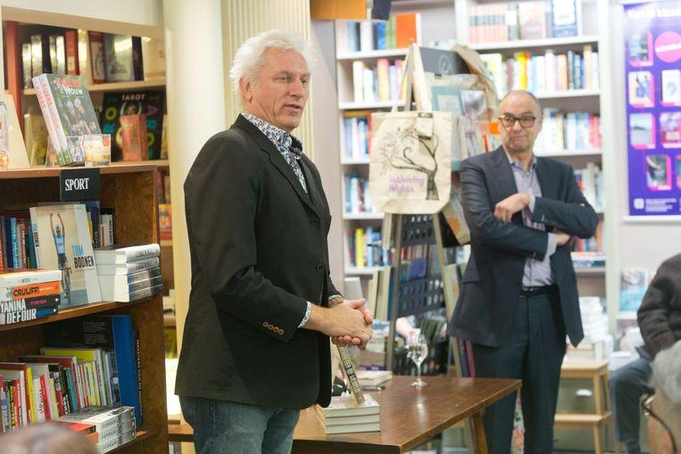 Rick De Leeuw en co-auteur Rombout Nijssen bij hun boek 'Verbeter de Wereld'.