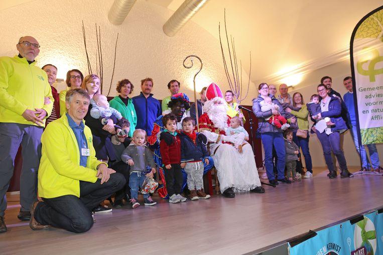 De geboortebomen werden uitgereikt door de Sint.
