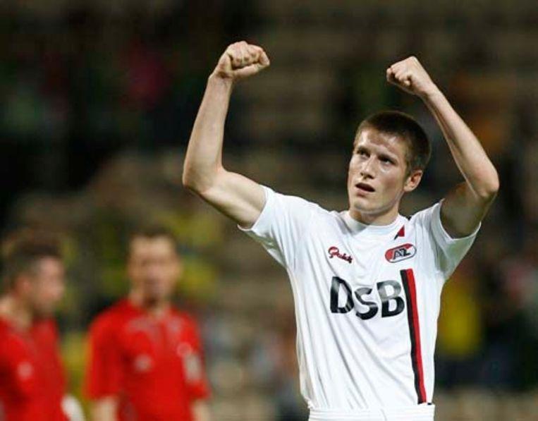 AZ-verdediger Pocognoli juicht na de zege van zijn ploeg donderdag in de UEFA Cup. Zondag spelen de Alkmaarders thuis tegen Ajax. (ANP) Beeld AP