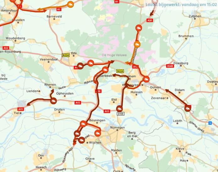 Verkeer rond Arnhem en Nijmegen liep vrijdagmiddag al vroeg hopeloos vast.