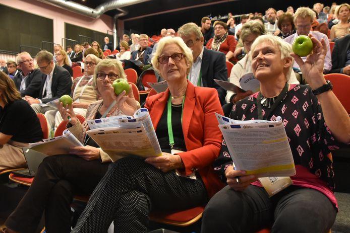 Met groene en rode appels werd in Venhorst gestemd over de slottekst van het Europees Plattelands Parlement