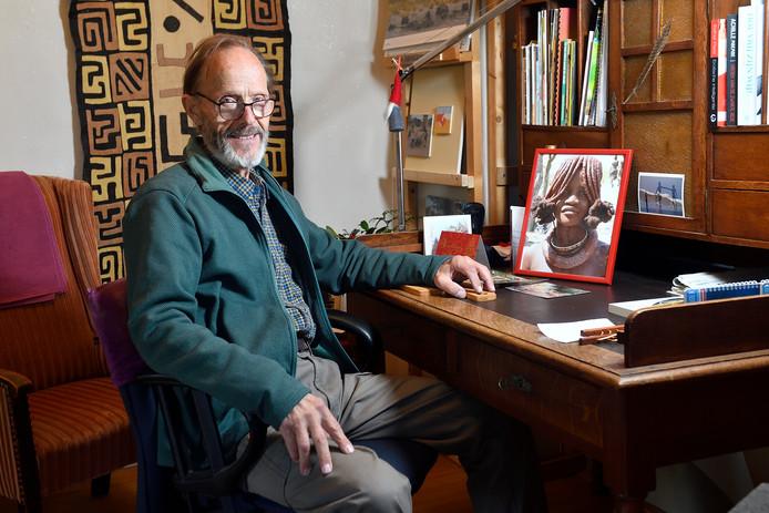 Hendrik Kraak zet zich onvermoeibaar in voor de Himba- en Dimba-gemeenschap in Namibië.