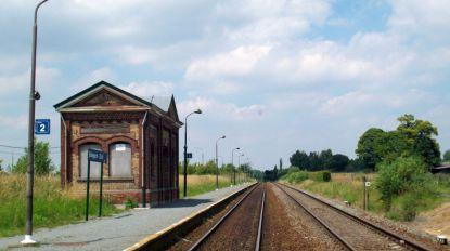 In het weekend stopt de trein ook in Landskouter en Balegem-Zuid