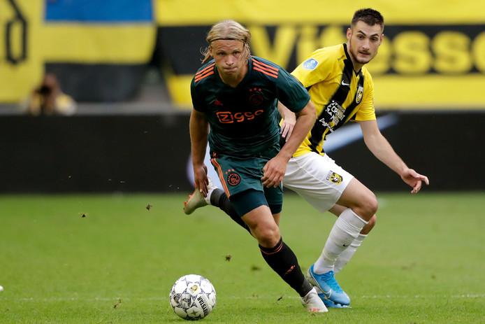 Kasper Dolberg in actie tegen Vitesse.