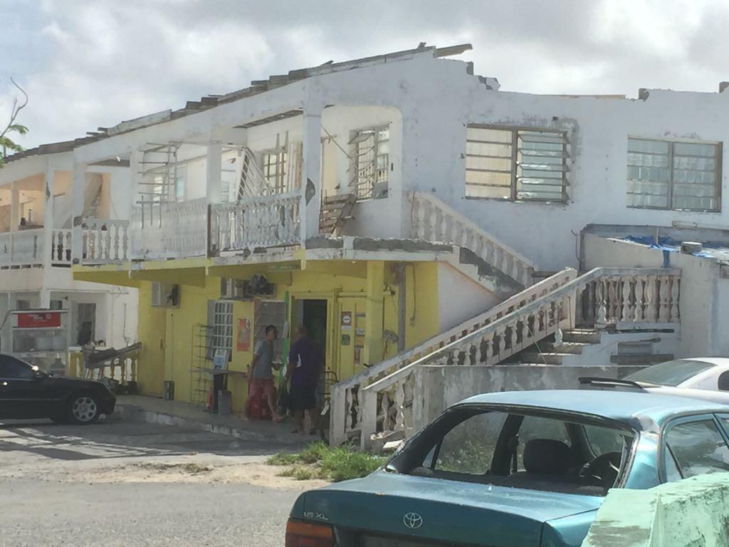 Als Michael Vissers zijn voordeur uitstapt ziet hij een straat met nog steeds verwoeste huizen.