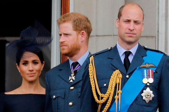 Meghan en Harry (links) willen een stap terugdoen als 'senior royals', William hoopt dat de breuk binnen de familie snel geheeld kan worden.