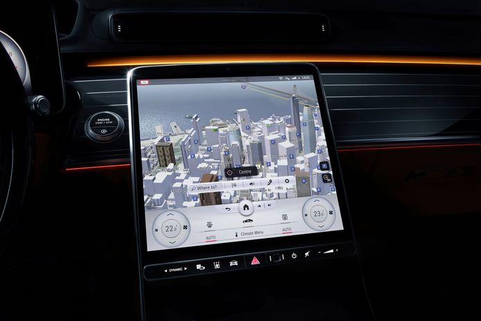 Dit onderdeel verklapte Mercedes ook al: de nieuwe S-klasse krijgt een groot 'staand' scherm in het dashboard, ongeveer zoals in de Tesla Model S.