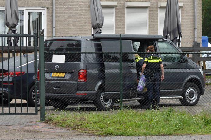 Dinsdagavond is door de Landelijke Eenheid in de gemeente Breda 900 kilo cocaïne in een vrachtwagen aangetroffen.